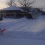 Волонтеры колледжа помогают ветеранам колледжа в расчистке снега